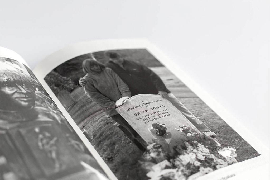"""Разворот с фото книги А. Лазарев Одинокий бунтарь: Брайан Джонс и юность """"Rolling Stones"""""""