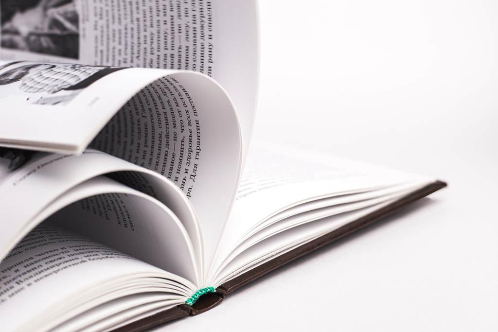 Переплет 7Б книги Краткая история одной семьи