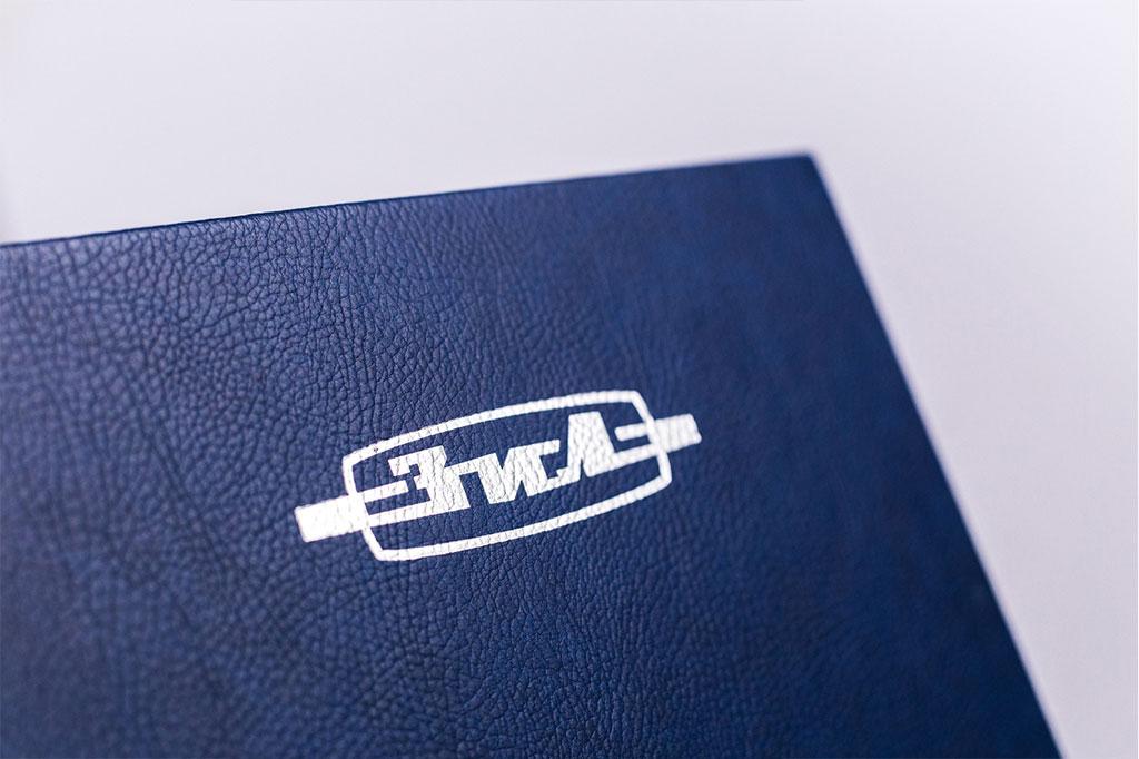 Тиснение логотипа серебряной фольгой на обложке книги о предприятии По дороге истории АМО ЗИЛ