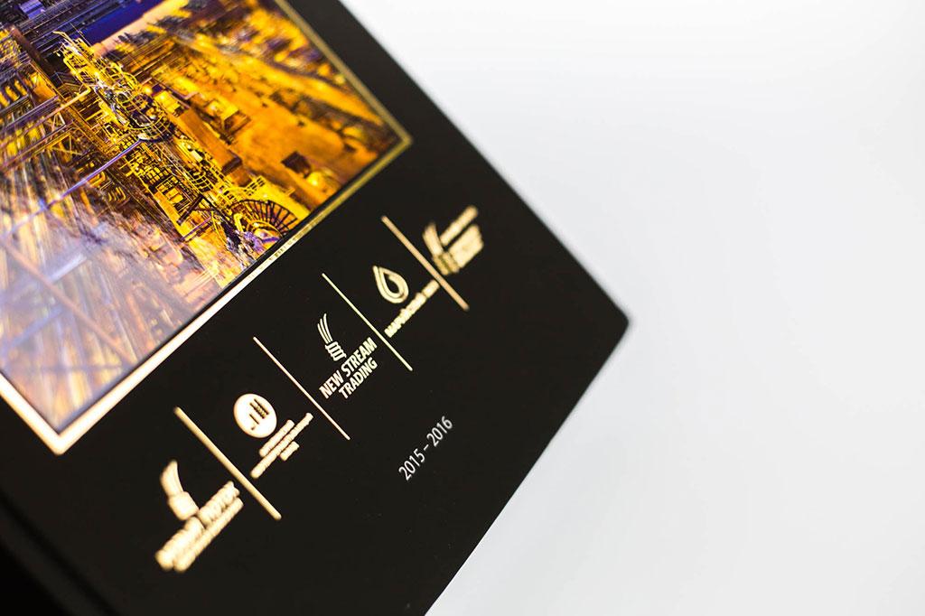Дизайн обложки годового отчета группы Новый поток