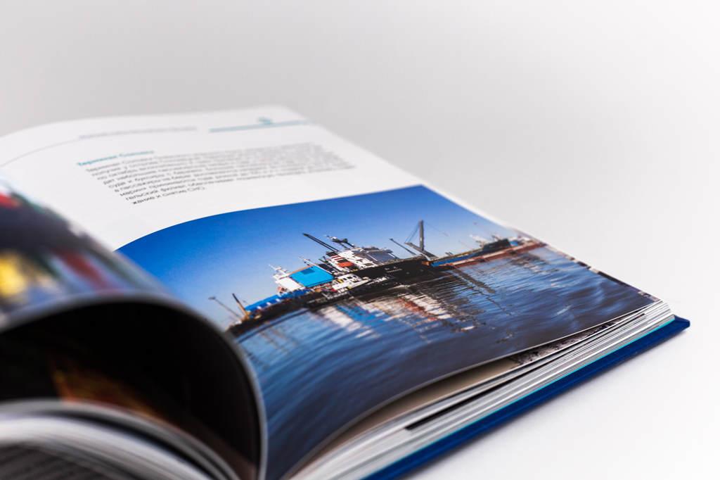 Верстка разворота книги о предприятии Росморпорт