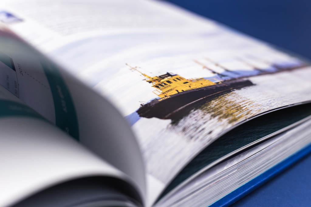 Оформление юбилейной книги о предприятии Росморпорт — 15 лет