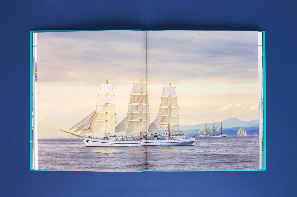 Фото на разворот в подарочной книге Росморпорт — 15 лет. Безопасность мореплавания — наша работа